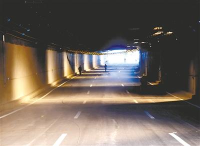 郑州:紫荆山路下穿陇海路隧道今日通车