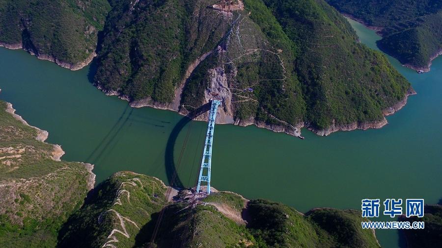 蒙华铁路洛河大桥拱肋合龙