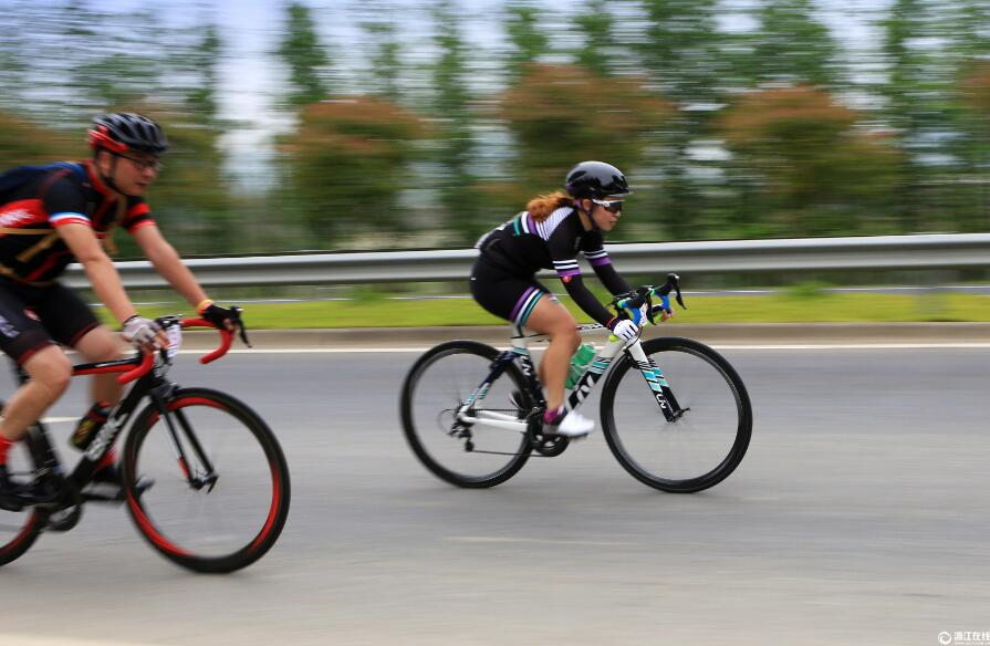 中外骑手挑战环安吉骑游 感受生态之美