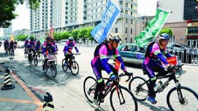 辽阳:骑行队参与创城志愿行动