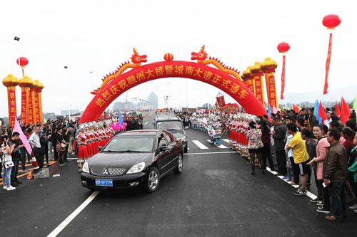 融水:融州大桥暨城南大道正式通车