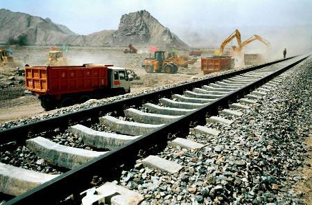 资料:图文:青藏铁路格拉段在南山口开工建设