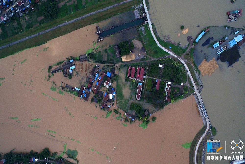 betvictor官网下载网航拍:安徽望江暴雨致多处圩口漫坝