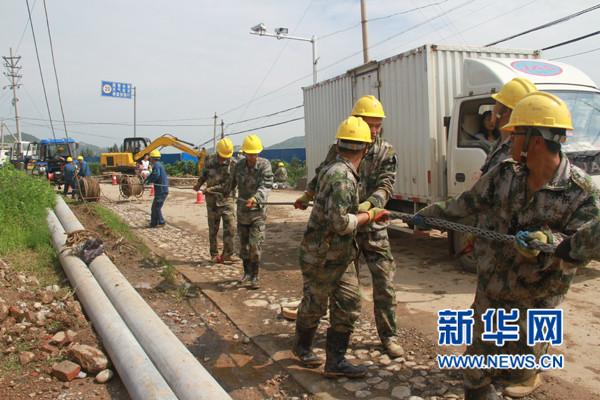 河南安阳灾后重建:供电部门全力抢修 山区主干区今日将恢复供电