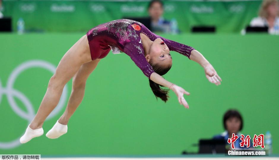 中国 王妍/当地时间8月9日,里约奥运女子体操团体决赛,中国队以总分176....