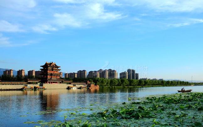 临汾汾河公园夏日清晨美如画