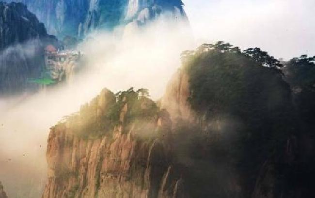 雨后黄山云雾缭绕