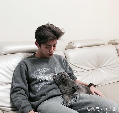 (才怪)都说喜欢小动物的男生很迷人