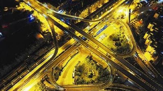 大连:城市大动脉 夜色更迷人