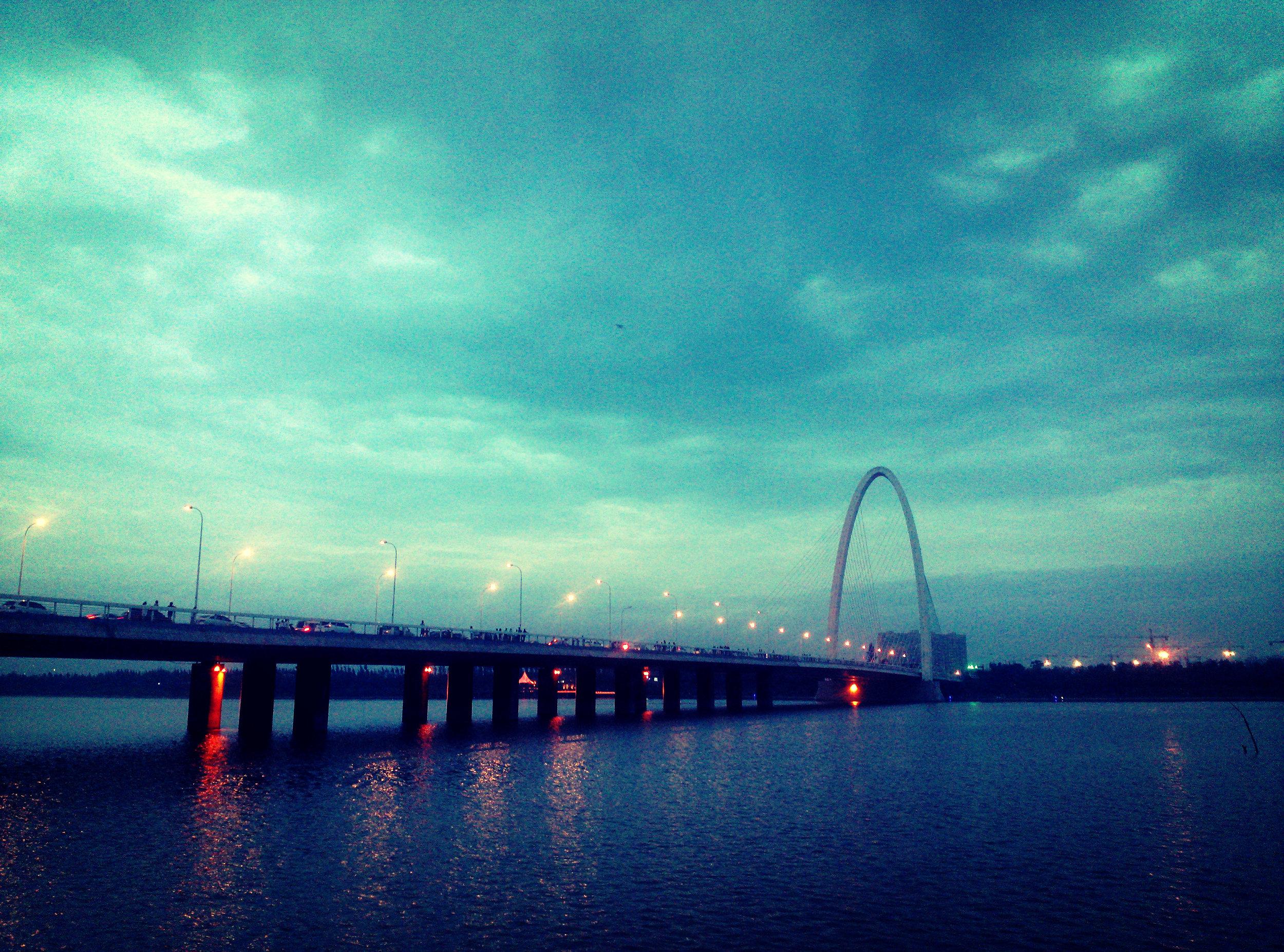 浐灞大桥气势雄伟
