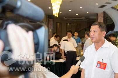 图:钦州党代会代表接受媒体采访
