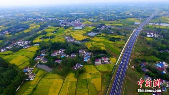 秋日扬州大地风景如画