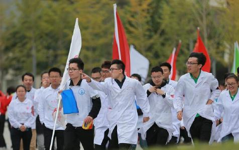 天津各界青年纪念红军长征胜利80周年