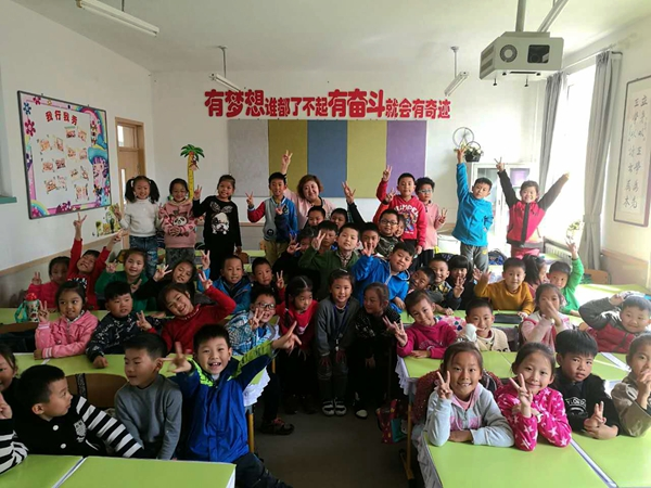 (网络媒体走转改)积极的人像太阳 张斯瑶坚守儿时的教书梦