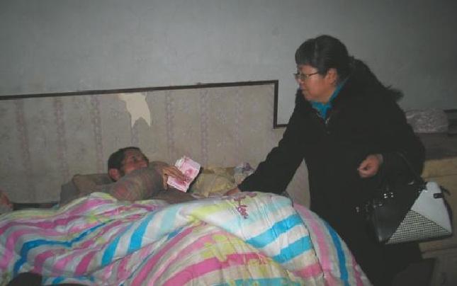 代县对失能老年人进行慰问