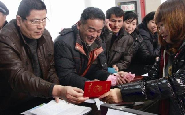 """河南省进一步""""织密""""社会保障安全网"""