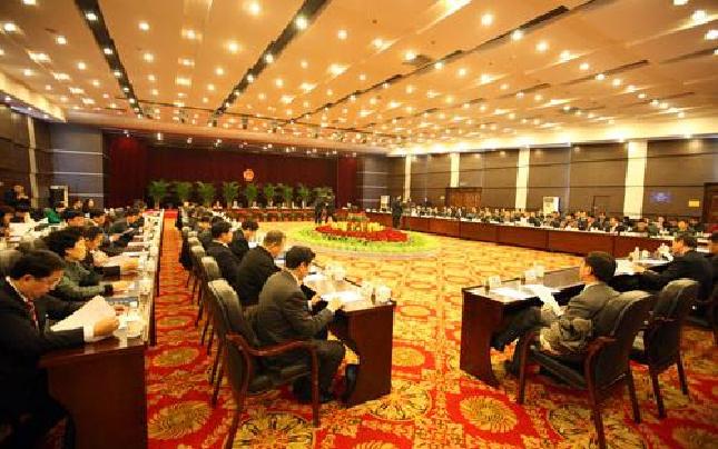 河南省十二届人大七次会议主席团召开第一次会议