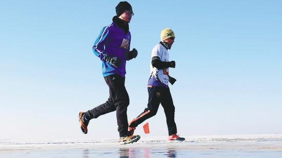 辽宁首次举办冰湖马拉松赛