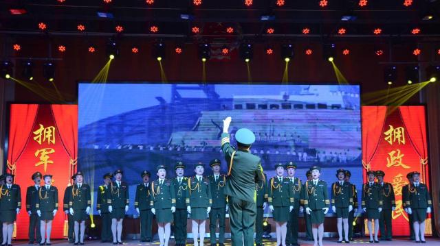(网络媒体走转改)军民共联欢 康平县举办迎新春双拥晚会