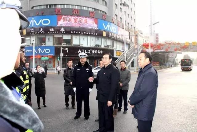 王晓书记大年初一看望坚守岗位的交通民警