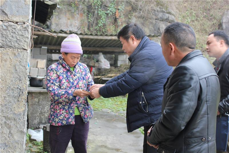 罗平县国土局情系困难群众 开展春节慰问