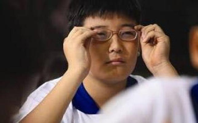 """青少年近视高发,怎样才能让""""小眼镜""""更少些?"""