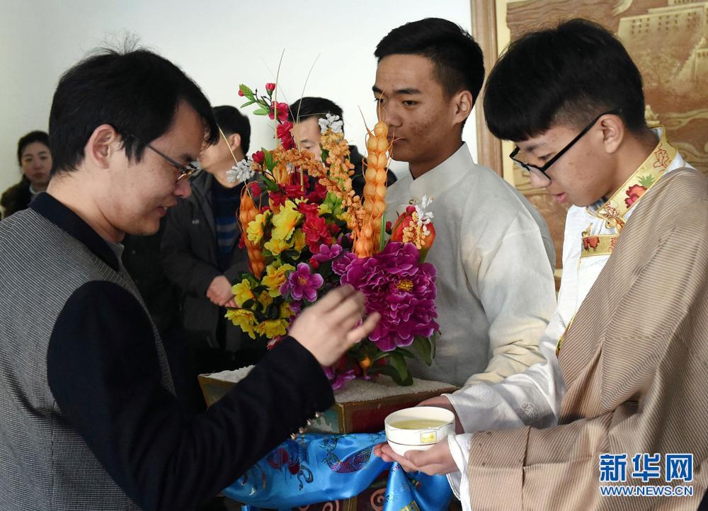 北京西藏中学学生迎接藏历火鸡新年