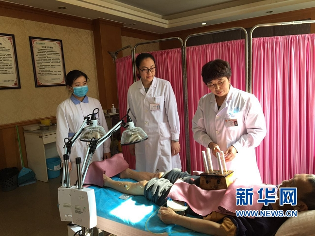 """河南:王绍霞从""""小护士""""到""""大专家""""  三十五载仍在路上"""