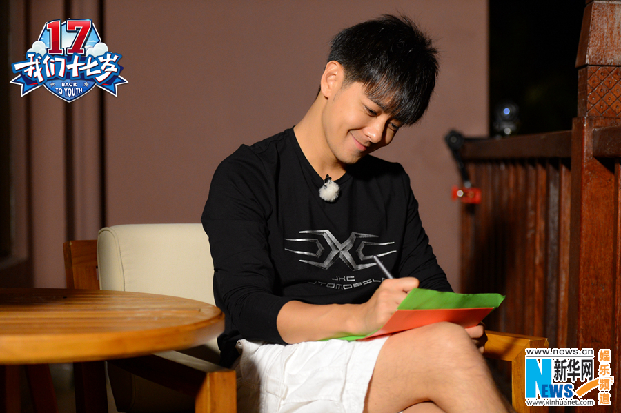 而十七岁就远赴国外读书的老幺韩东君
