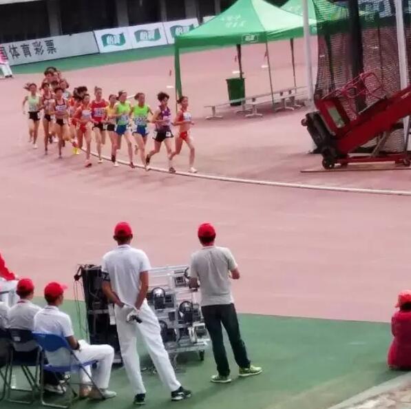 青海小将谭金莲在全国少年田径锦标赛上勇夺金牌