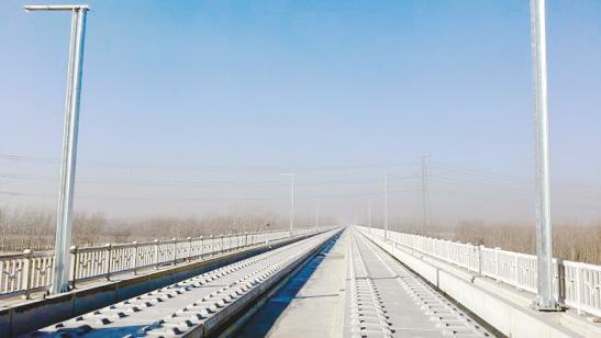 京沈高铁全线最长大桥 完成轨道板铺设