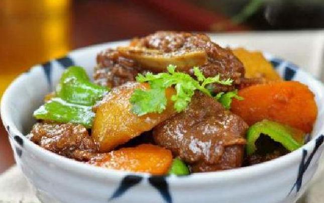 美味食谱:胡萝卜炒牛仔骨