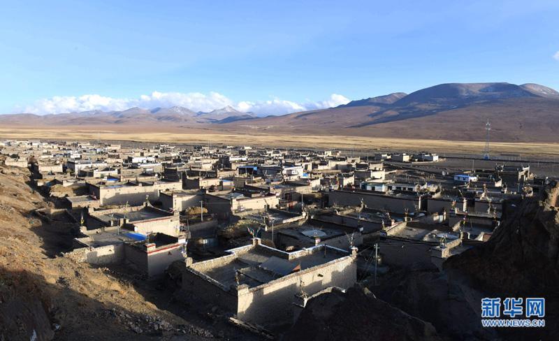 茶馆里的笑声——西藏一个偏远贫困村的喜悦