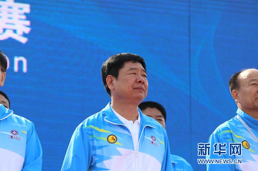 鲅鱼圈区委书记方景广参加2017营口·鲅鱼圈国际马拉松开幕仪式