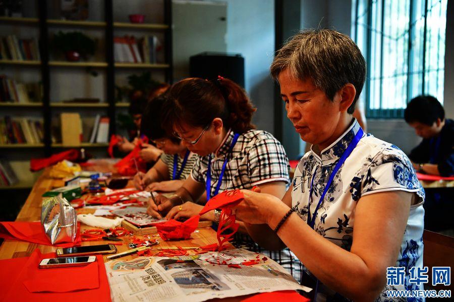 河南省举行首届传统技艺大赛暨优秀作品展