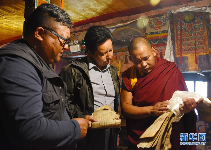西藏对濒危古籍进行抢救性保护