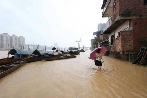 炫闻直播:全国多地遭遇强降雨洪涝