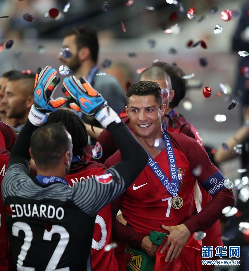 欧锦赛:葡萄牙队首次夺冠
