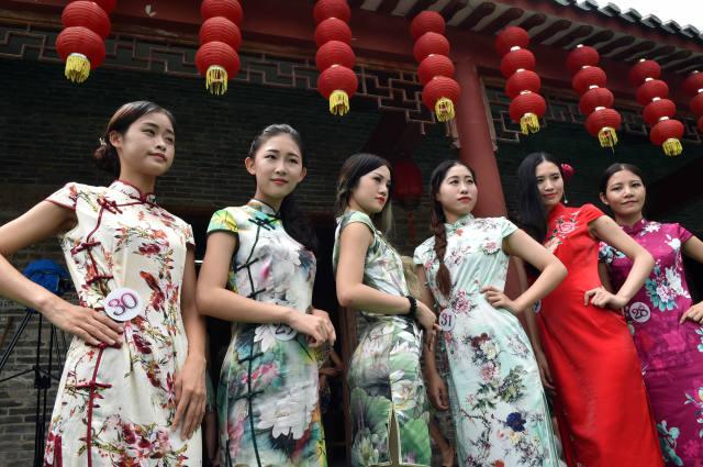 广西贺州:黄姚古镇旗袍秀