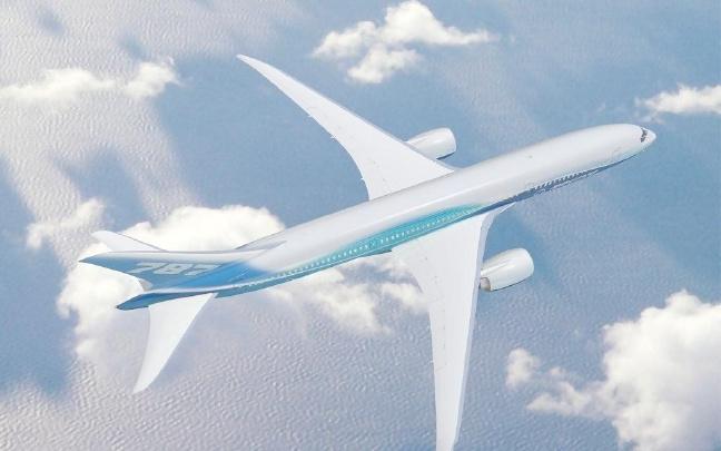云南沧源佤山机场迎来首架飞机