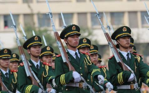 天津高校国旗护卫队集中展演致敬长征