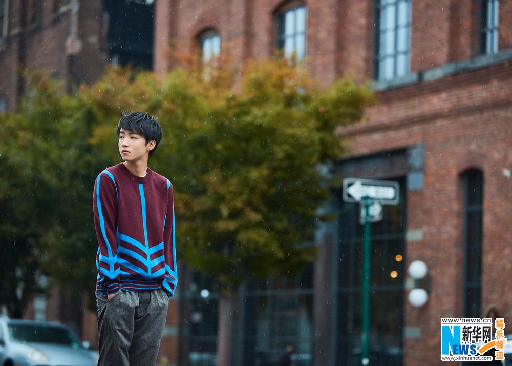 王俊凯纽约街拍毛衣图片