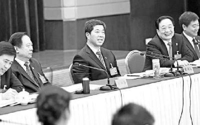 """陈润儿参加洛阳市代表团审议:努力打好""""四张牌"""" 让中原更加出彩"""