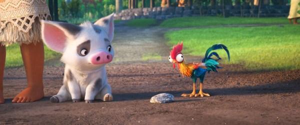 小猪胖胖与小鸡憨憨激萌逗趣 对于迪士尼动画首位大洋洲主角莫阿娜的角色设定,《福布斯》也颇为认可:迪士尼成功传达了另一个强有力的,由女性主导的传奇故事。 《娱乐周报》通过对经典迪士尼动画情节及角色的剖析,为少女莫阿娜的成功给出最好的例证:《海洋奇缘》有许多你印象中经典的迪士尼冒险情节,但与之前所不同的是,它带来了一个细微但又引人注意的走向女主角不再是传统意义上的公主了。The Wrap网站则认为影片给了莫阿娜一个正确的定位:可以这么说,这部电影的剧本使莫阿娜成为了一个有趣的,自我实现的角色。她