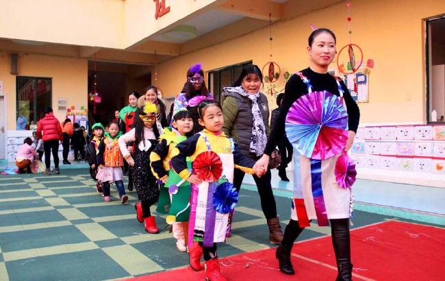 安徽全椒:幼儿园上演环保时装秀