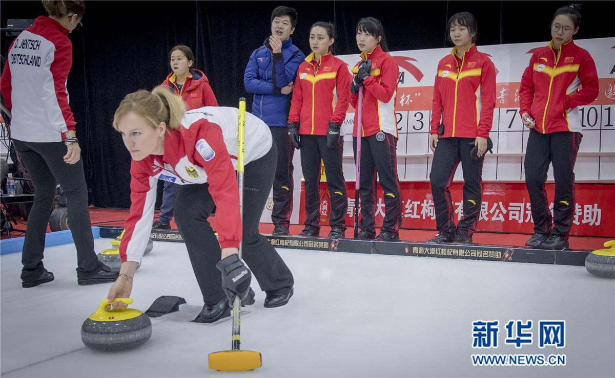 冰壶——国际邀请赛:中国女队不敌德国女队
