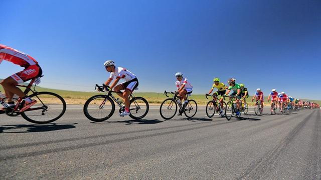 辽宁公路自行车锦标赛在鲅鱼圈收官