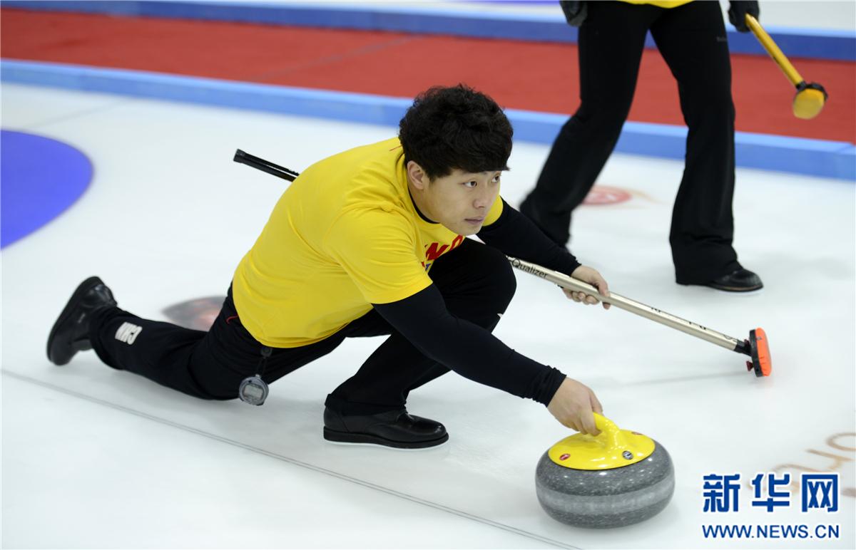 国家混合双人冰壶队在青海多巴进行冬训