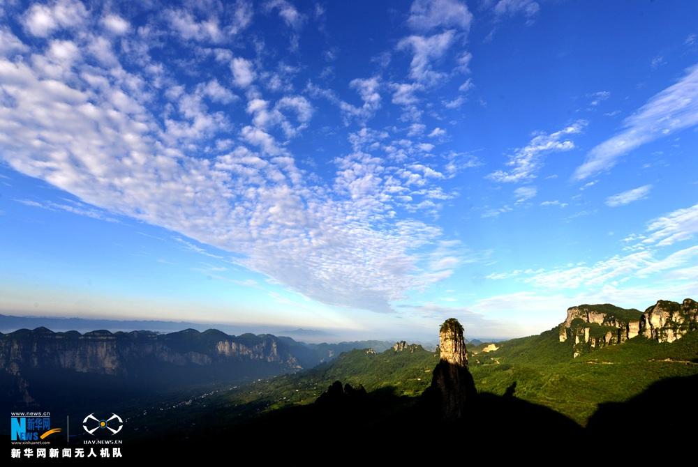 """【""""飞阅""""中国】看!不是霾 是无人机航拍的雾和岚 - 人在上海    - 中国映像博物馆"""