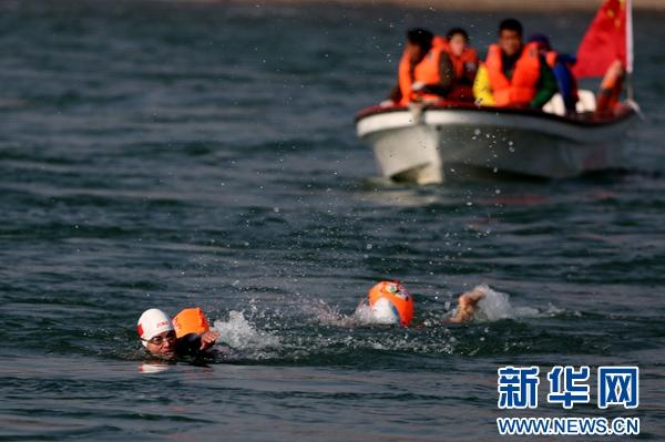 冬泳爱好者:到青藏高原感受别样魅力